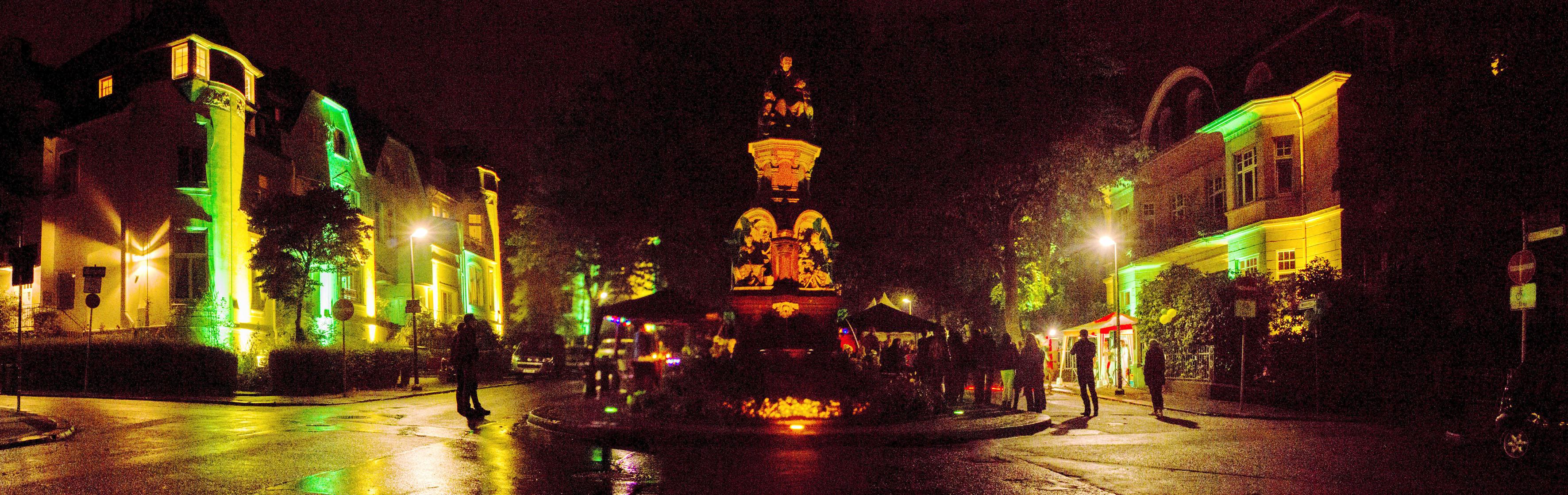 Panorama vom Märchenbrunnen und den Nachbarhäusern